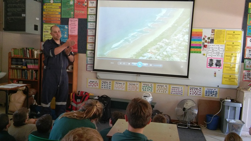 Ian teaches children about rip currents.