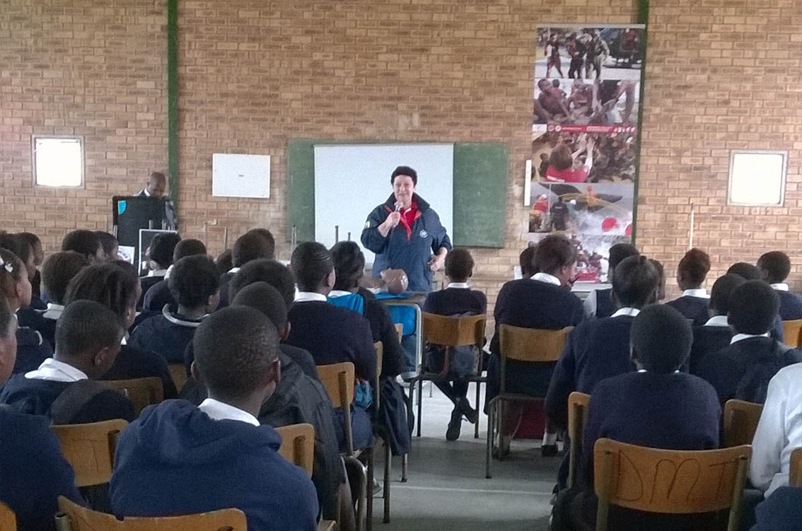 Desiree Pinetown teaches the grade 8s how to avoid an emergency.