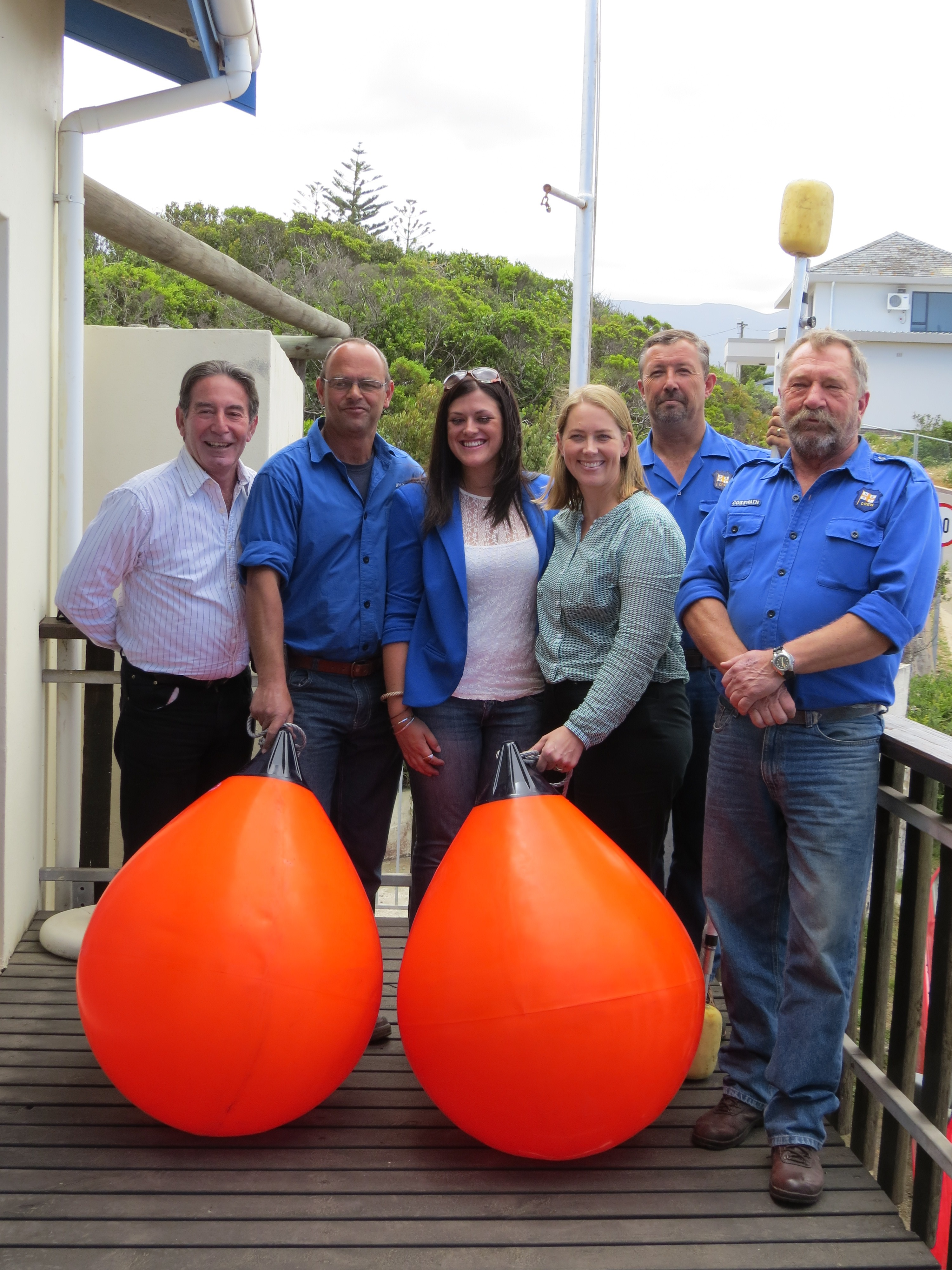 Festival organiser Leon Theron, Distell Events Manager Jeanine Smith and Two Oceans Brand Manager Danelle Kietzmann with volunteers Jean le Roux, Deon Langenhoven and Station Commander Henk Henn