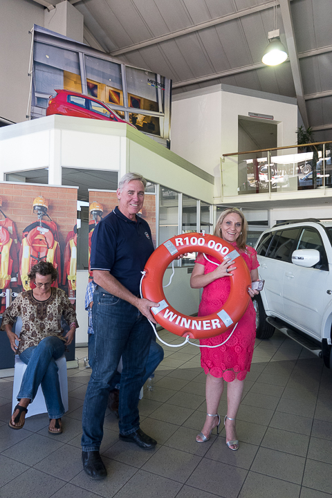 Dr Cleeve Robertson (NSRI CEO) with Ms Debbie du Preez who won the R100 000 'once-off' annual cash prize for the NSRI Debit Order Competition