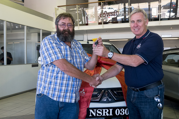 First prize winner, Mr Jan Greyling from Sandton Gauteng with Dr Cleeve Robertson (NSRI CEO)
