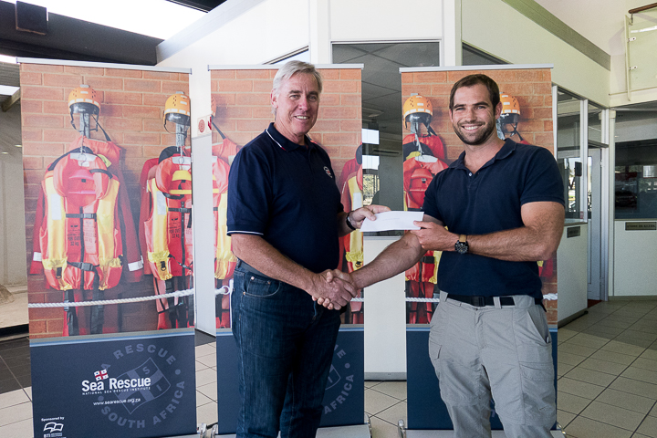 Dr Cleeve Robertson (NSRI CEO) with Bruce Thompson, third prize winner.