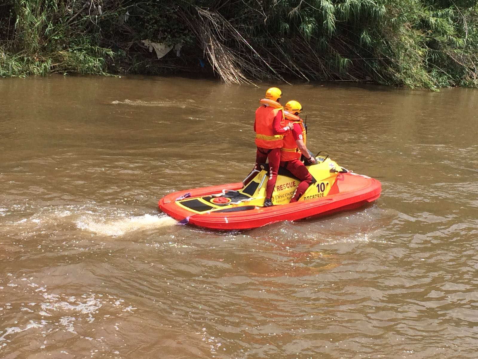 NSRI volunteers from Station 25, Victoria Lake search the Jukskei river.