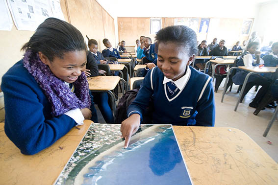 Learners from Thembalethu High identifying a Rip Current