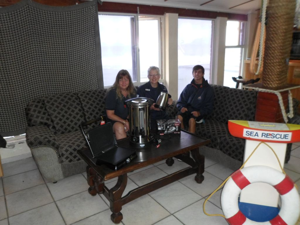 Antoinette le Roux, Cathy Rolt and Adriaan Duvenage, one of the trainees on the base, with the new couch and appliances.