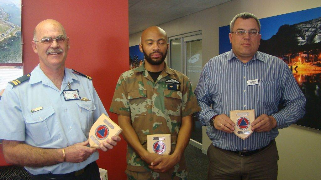 Major  Brian Bell and Lieut Odimisole of 22 sqdrn and Andy Connell of the NSRI