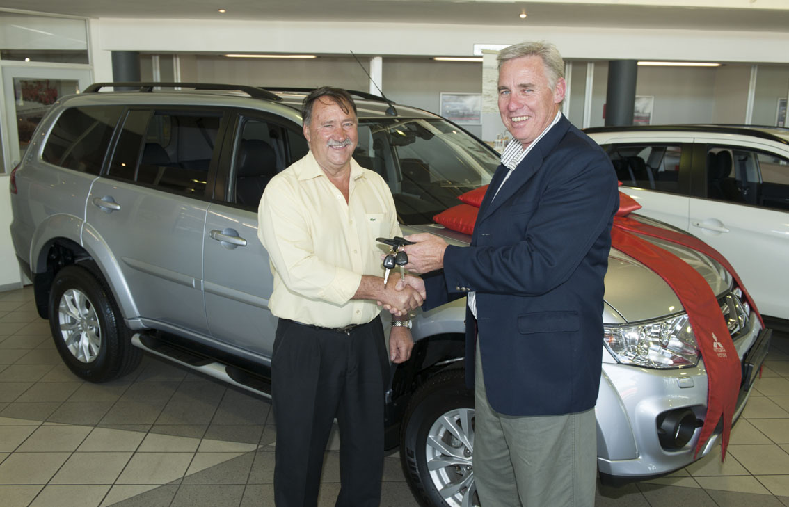 Mauritz Jonk receives the keys for his two Mitsubishi's from NSRI CEO Dr Cleeve Robertson.