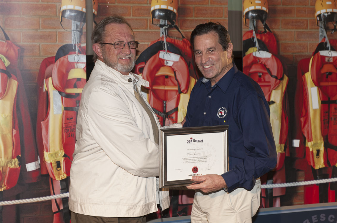 Dave Jensen receives his 20 years service award from NSRI Chairman Ronnie Stein Picture Andrew Ingram / Sea Rescue