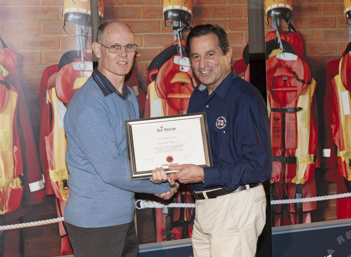 Colin Elliott recieves his late father Kenneth's 30 year award from NSRI Chairman Ronnie Stein