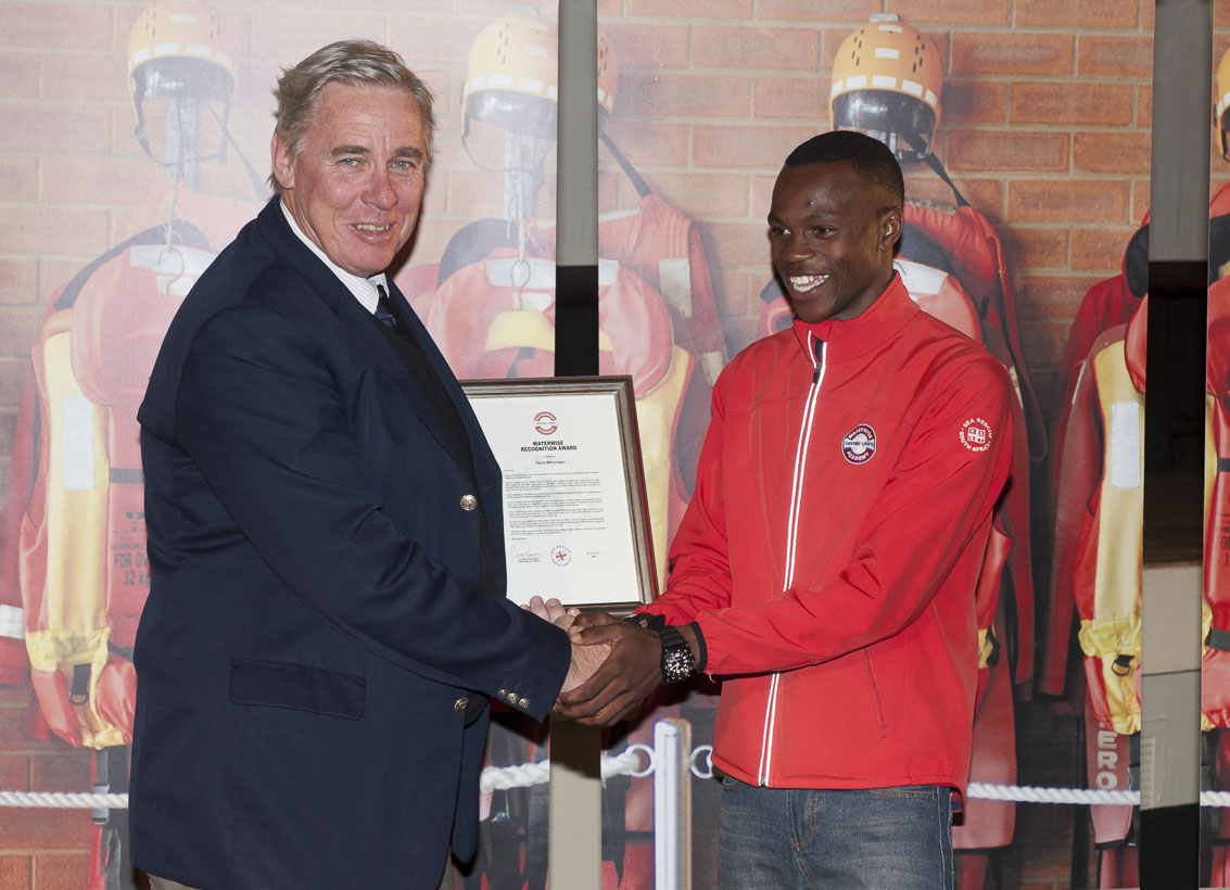 NSRI CEO Dr Cleeve Robertson presents Percy Mthombeni with the WaterWise Recognitian Award