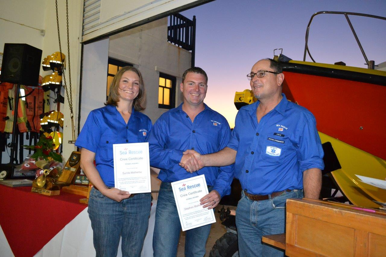 New Crew badges were awarded to Sunita & Stephan Malherbe. Gerhard Brune is doing the handover. (Photo: Jannie van der Merwe)