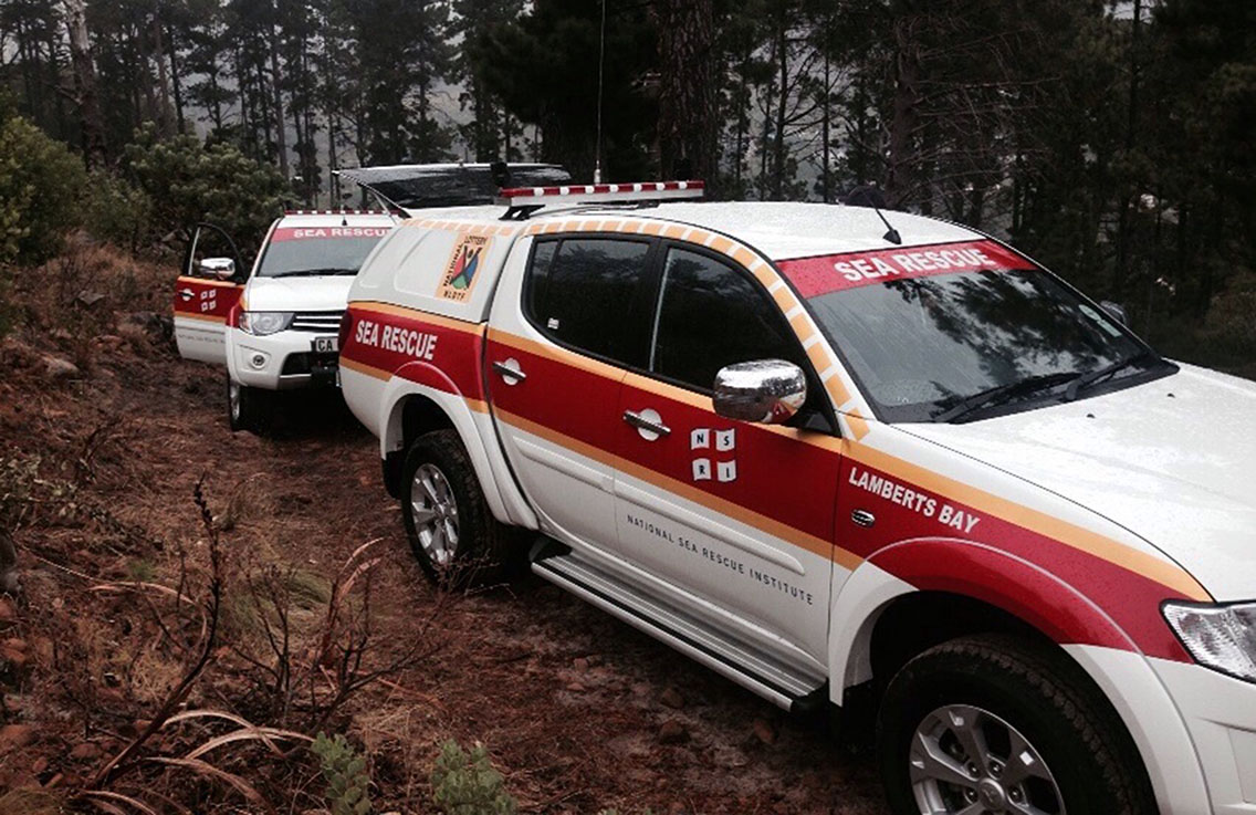 NSRI Rescue Vehicles take supplies up to fire fighters.