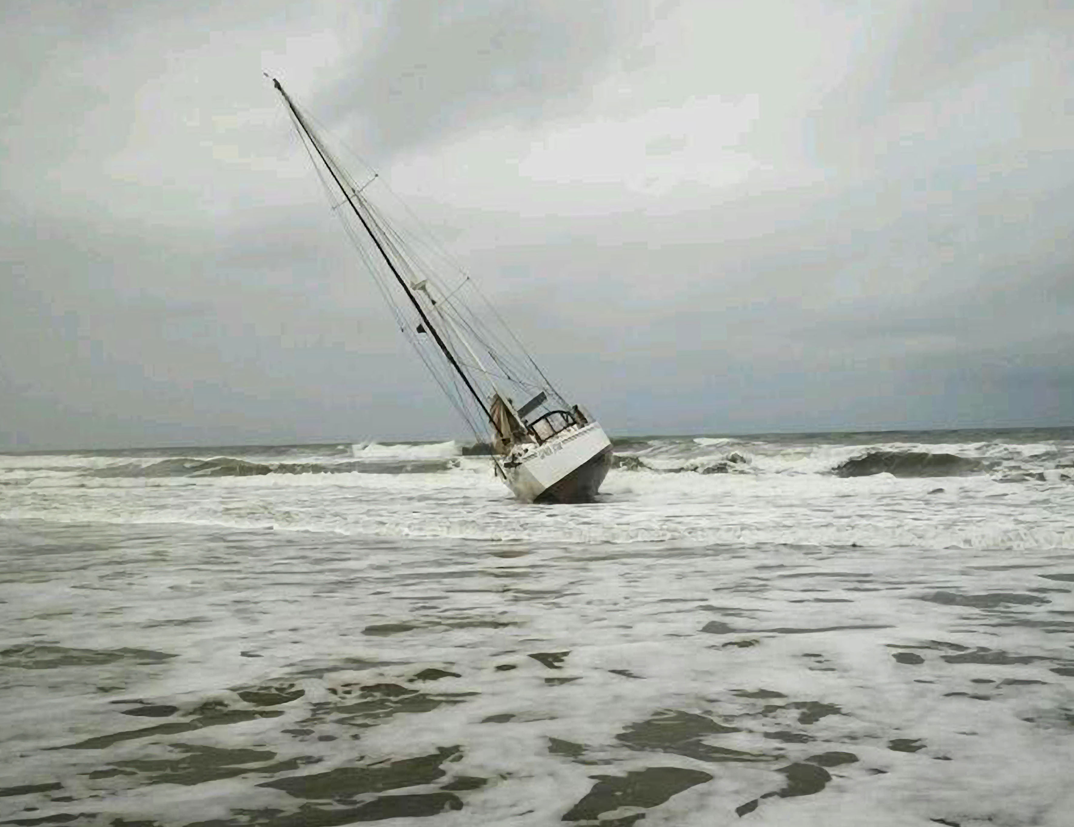 The 42 foot yacht, Lundi Star was aground between Amathikulu and Zini, South of Richards Bay. At high tide the yacht was pulled off the beach by NSRI Richards Bay. Pictuer Brynn Gericke.
