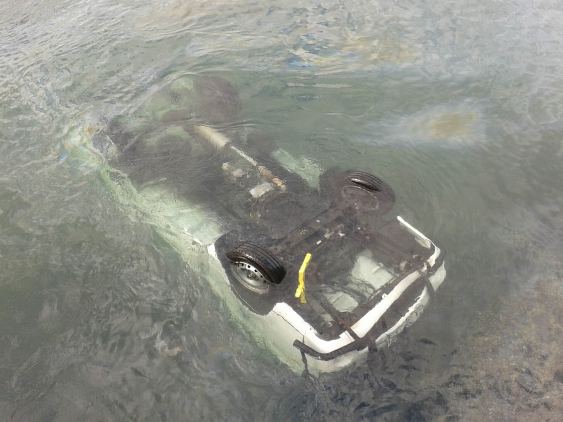 The vehicle that went into Cape Town harbor this afternoon.