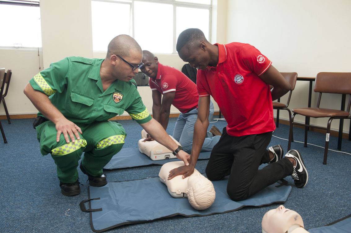 Sicisro Rossouw takes Lindo Zqubu and Kenneth Gagela through CPR.