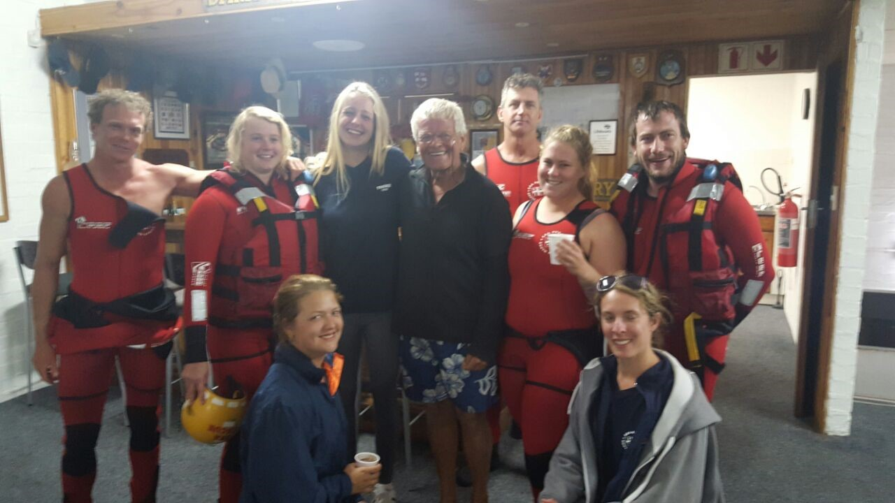 Pictures attached by NSRI Kommetjie show the NSRI crew with the solo sailor and the yacht being assisted into Hout Bay harbour.