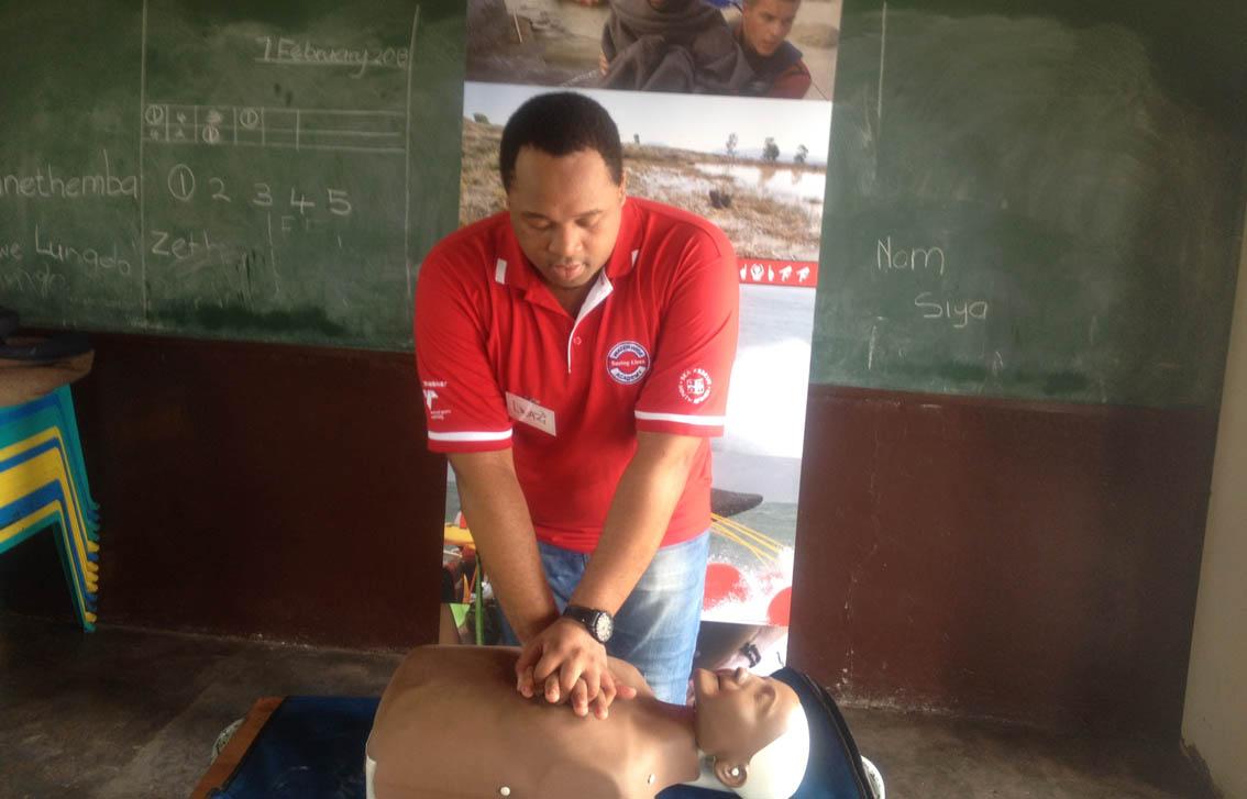 Lwazi demonstrates CPR at Ekudonseni Primary.