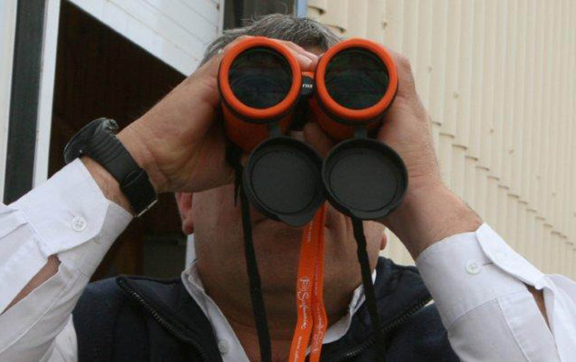 Andy Connell tests the new binoculars donated by Safmarine .