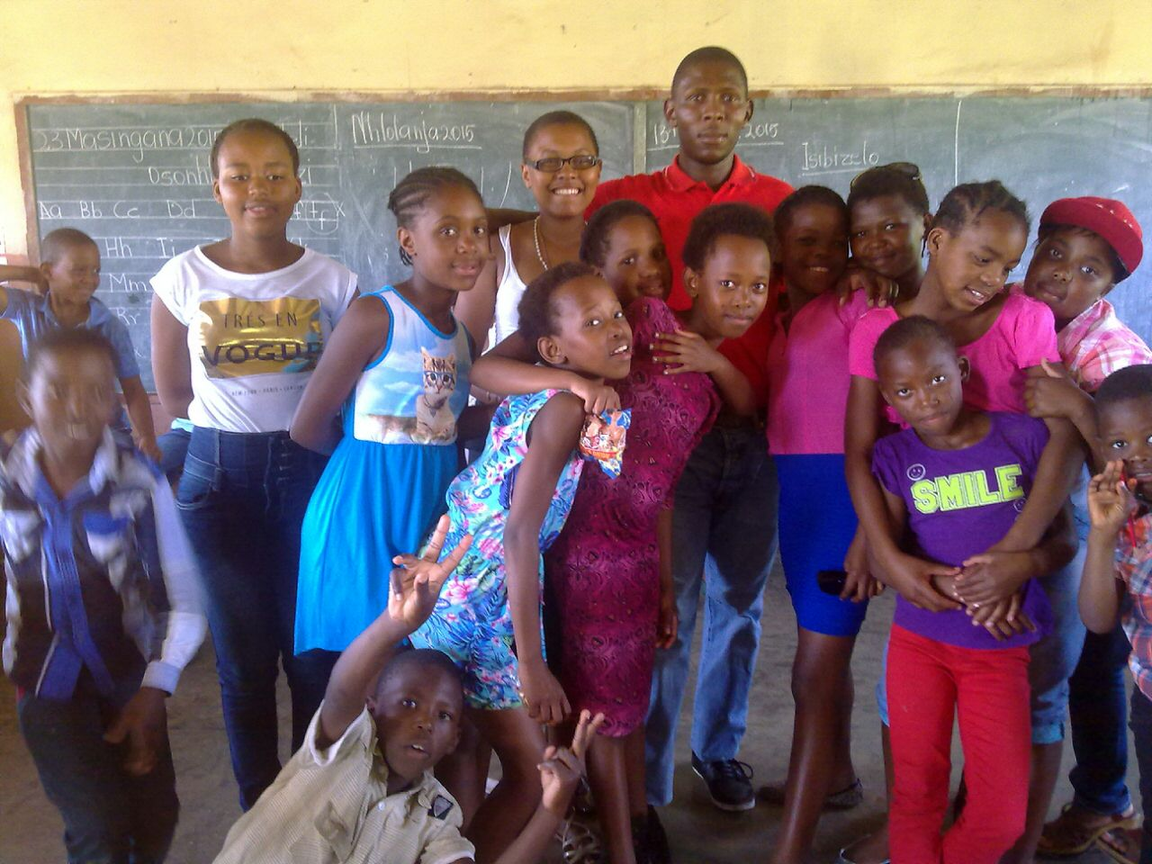 Lindo with the kids of SLindokuhle primary.