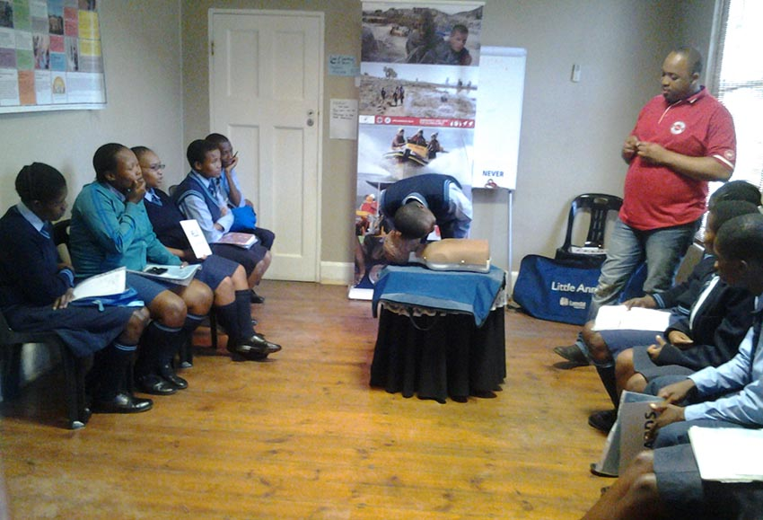 Lwazi teaches the children hands on CPR.