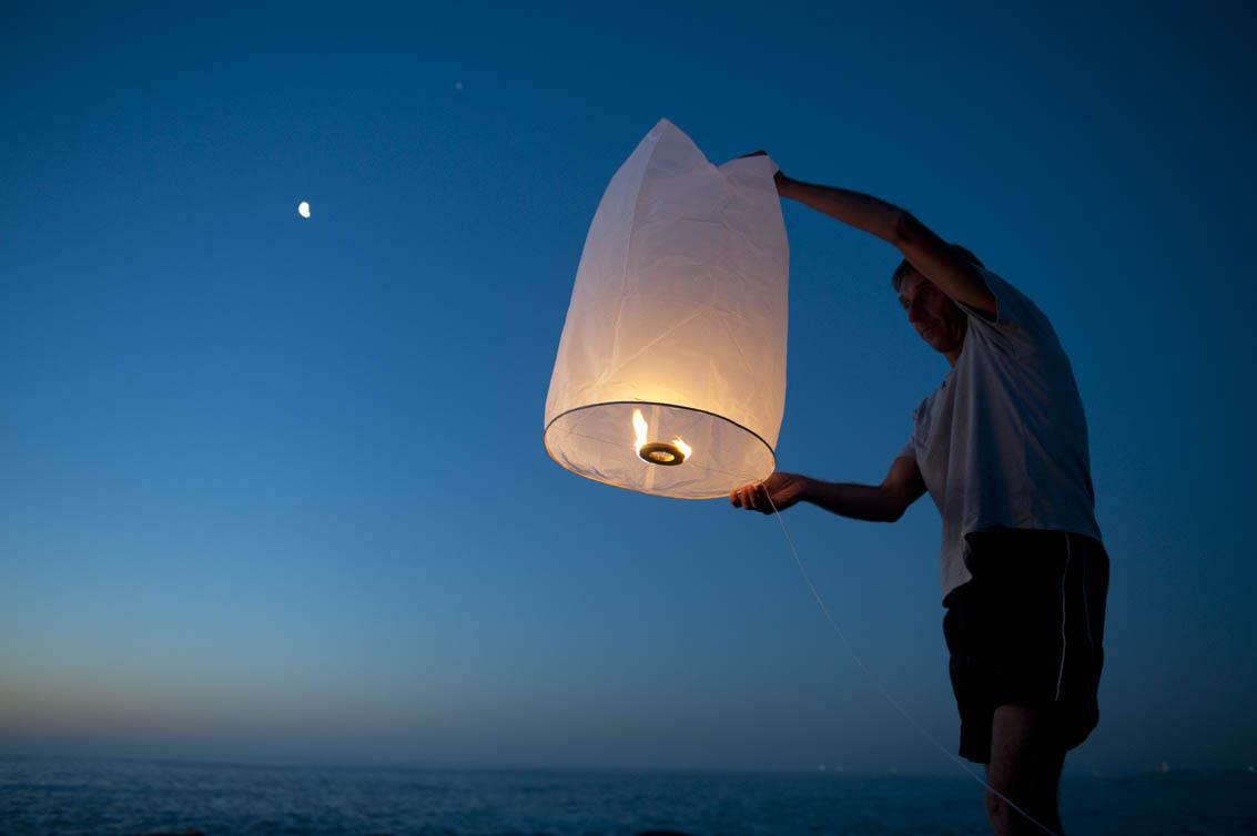 Sky lanterns at Bakoven. Picture Andrew Ingram/NSRI