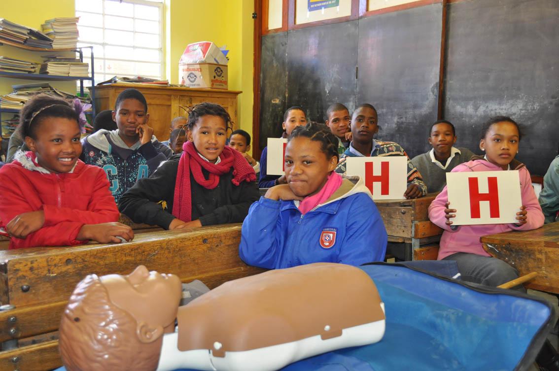 """Gr.7-leerders van Rabie Primer het geleer dat iemand se lewe gered kan word met """"hands only CPR"""""""