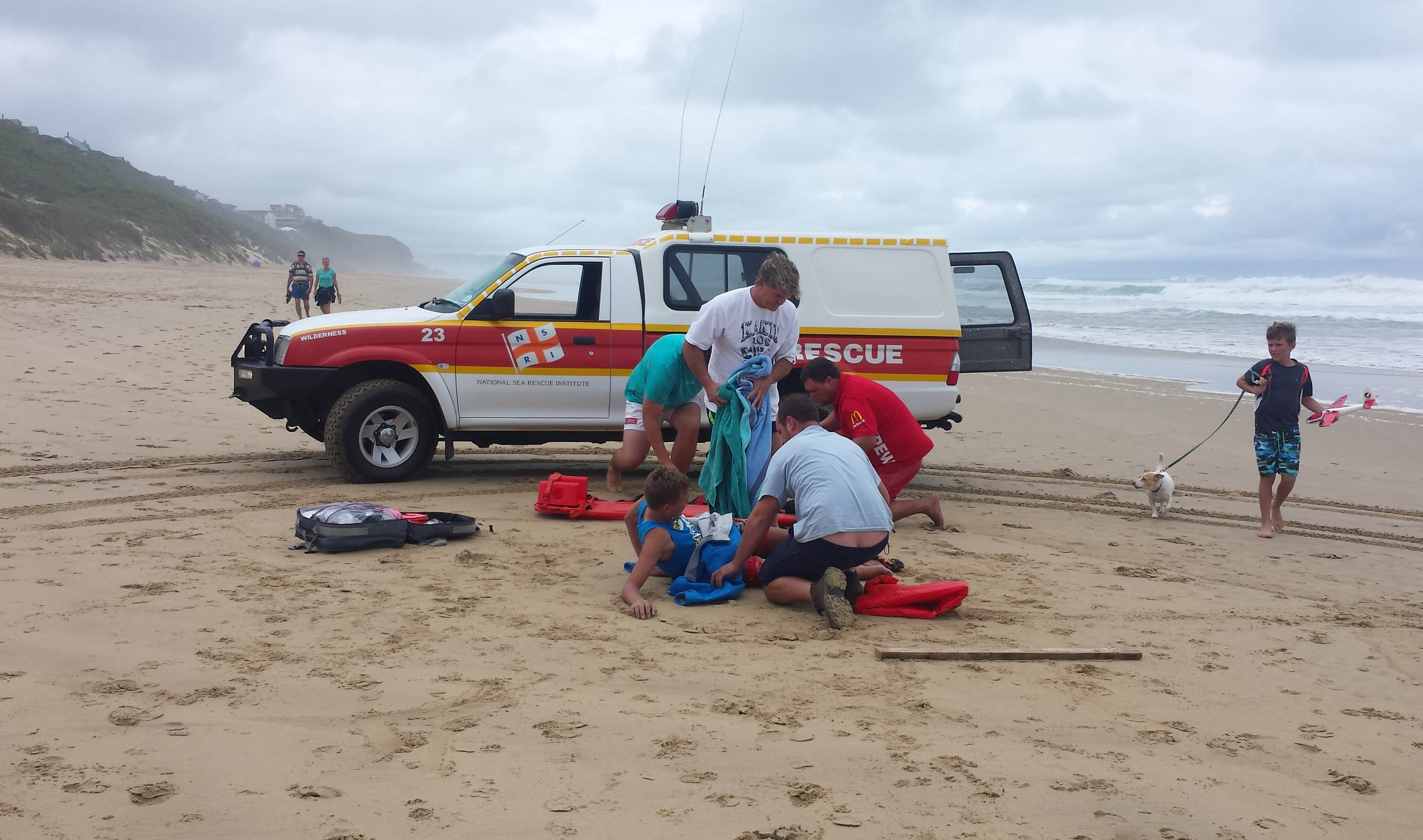 Wilderness duty crew were approached by Dr. Stefan Schoeman, reporting his 13 year old son to have fractured his leg while Skim Boarding. Picture NSRI.